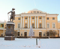 View with Pavlovsky Palace and Monument to Pavel First on Januar Stock Photos