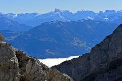 View from the Pilatus massif across the autumnal sea of fog to the Titlis peak. Alpnachstad, Schweiz Stock Photography