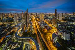 Free View Point Of Bangkok City With Chao Phraya River, Bridge, Building And Train Station Stock Images - 193515034