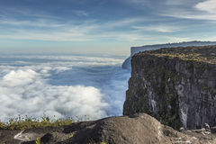 View from the Roraima tepui on Kukenan tepui at the mist - Venez Stock Photos