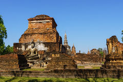 View of the ruins of Wat Mahathat in Sukhothai Historical park Royalty Free Stock Photos