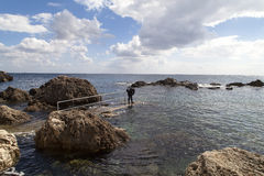 View of sea  and diver  preparing to dive Royalty Free Stock Photography