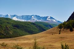 View of the snow-covered North-Chuya range in the Altai mountains, Siberia, Russia stock photo