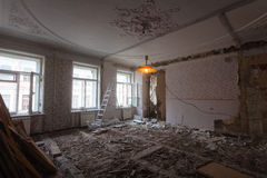 Free View The Vintage Room With Fretwork On The Ceiling Of The Apartment During Under Renovation, Remodeling And Construction. Royalty Free Stock Photos - 88932978
