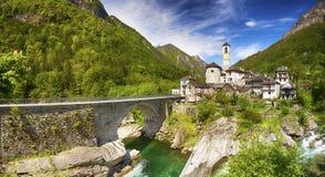 View to Lavertezzo village, famous Swiss village with double arch stone bridge at Ponte dei Salti with waterfall, Lavertezzo, Verz Stock Photo