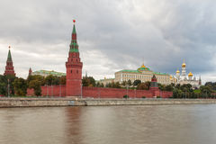 View to Moscow Kremlin from Sofiyskaya embankment. Over river under dark heavy clouds, Russian Federation Stock Photos
