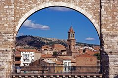 View of town, Teruel, Spain. View through one of the Los Arcos Aqueduct arches towards the town, Teruel, Teruel Province, Aragon, Spain, Western Europe Stock Photo