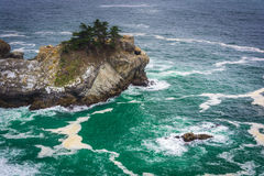 View of waves and rocks in the Pacific Ocean  Royalty Free Stock Photos