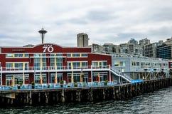 Viewd du pilier 70 d'Elliot Bay, Seattle Image libre de droits