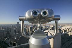 Viewer scope to look at panoramic view of New York City from �Top of the Rock� viewing area at Rockefeller Center, New York Ci Stock Photos