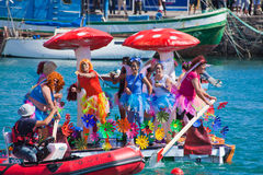 Viewers watch as participants take to water in yearly Royalty Free Stock Photos