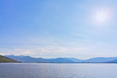 Views of the lake and mountains in the background Royalty Free Stock Photos