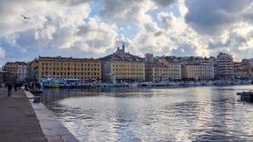 Views Of Le Vieux Port在蓝色小时 库存照片