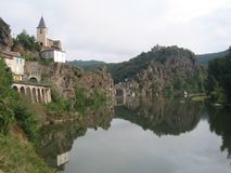 ViewSight of the river of the Tarn with l eglise and the castle overhanging this river royalty free stock photo