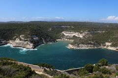 ViewSight von Bonifacio-` s Lorbeere im Corsican im Mittelmeer lizenzfreies stockbild