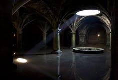 Viga de la luz del sol en oscuridad Imagen de archivo libre de regalías