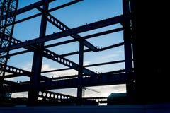 Vigas do aço estrutural quadro na silhueta fotografia de stock royalty free