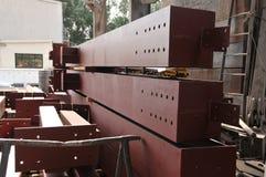 Vigas marrones industriales del metal Fotos de archivo libres de regalías