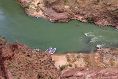 Vigas no Rio Colorado no parque nacional do Grand Canyon, o Arizona foto de stock