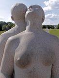 Vigelandpark, Oslo die, Noorwegen, een paar zich rijtjes bevinden Stock Foto's