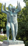 Vigelandpark, Oslo, Noorwegen, dansend paar Royalty-vrije Stock Fotografie