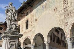 Vigevano, Италия: историческая аркада Дукале стоковая фотография
