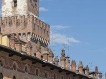 Vigevano, Италия: историческая аркада Дукале стоковые фотографии rf