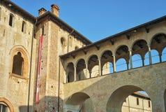 Vigevano, external замка Дукале мать 2 изображения дочей цвета стоковое изображение rf