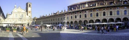Vigevanopiazza Ducale, brede hoekmening Het beeld van de kleur royalty-vrije stock fotografie