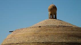 Vigia da torre sobre a estrutura da abóbada do tijolo filme