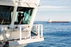 Vigilante en el puente de la navegación Imagen de archivo libre de regalías
