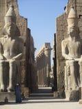 Vigilante en el templo Fotos de archivo libres de regalías