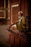 Vigilante en Taj Mahal Mosque Imágenes de archivo libres de regalías