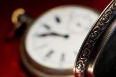 Vigilanze di casella dell'oggetto d'antiquariato del fronte di orologio Fotografie Stock Libere da Diritti