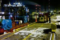 Vigile del fuoco alla notte. fotografia stock libera da diritti
