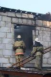 Vigile del fuoco con la scaletta di punto Fotografia Stock
