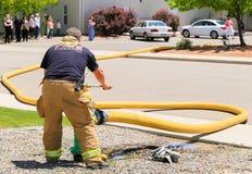 Vigile del fuoco nell'azione immagini stock libere da diritti