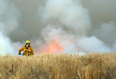 Vigile del fuoco sul lavoro Fotografie Stock Libere da Diritti
