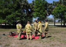 Vigili del fuoco nell'addestramento Fotografia Stock Libera da Diritti