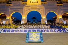 Vigilia de luz de una vela del Falun Gong Taiwán imagenes de archivo
