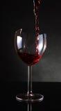 Vigne rouge de versement Photographie stock libre de droits