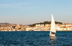 Vigo vom Meer bei Sonnenuntergang Lizenzfreies Stockbild