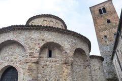 Vigolo Marchese Piacenza, Italien: medeltida kyrka royaltyfria bilder