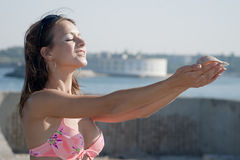 Vigorous young woman at the sea Royalty Free Stock Photos