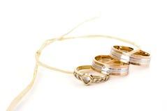 Vigselringar med diamanter Royaltyfri Foto
