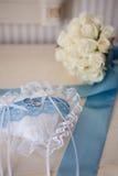 Vigselringar och bukett Royaltyfria Bilder