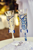 Vigselringar och exponeringsglas av champagne Royaltyfri Bild