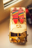 Vigselringar på en leksakbil Arkivfoto