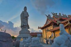 Vihara萨蒂亚达摩是一个现代中国寺庙在Benoa口岸,巴厘岛 这是'萨蒂亚达摩'或'Shenism'寺庙,东南亚 库存图片