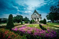 Vihara van Phutthamonthon in de avond Phutthamonthon is een Boeddhistisch park in Phutthamonthon-district, de Provincie van Nakho Stock Foto